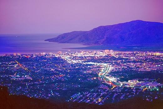 ケアンズ市内の夜景/イメージ