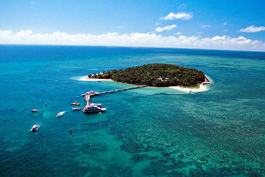サンゴ礁でできた世界遺産グリーン島イメージ(別途)
